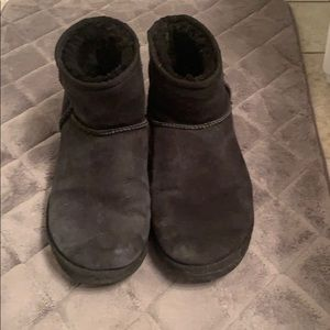 Black low Uggs
